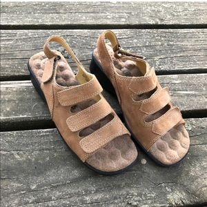 Vtg Cobbie Cuddlers Leather Wedge Heel Sandal Wide